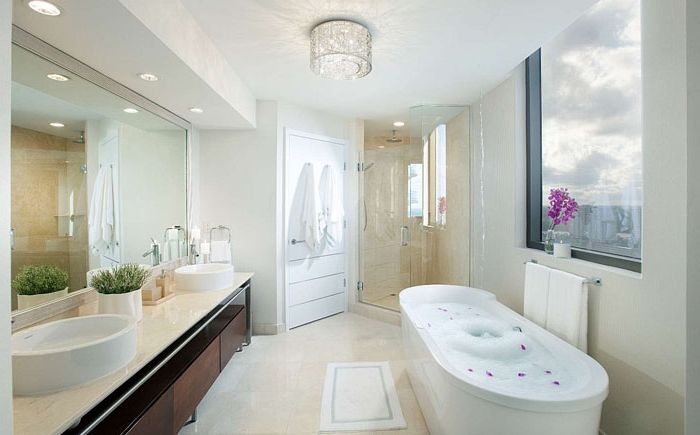 Ванная комната в белом цвете