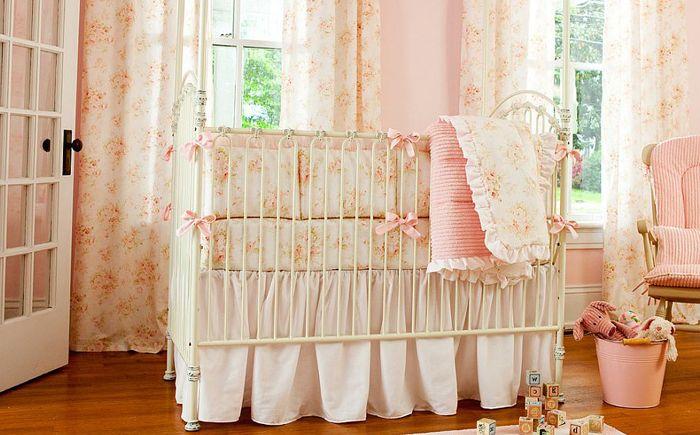 Wnętrze sypialni w różowych kolorach