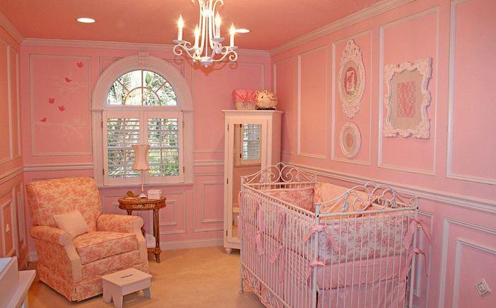 Mała różowa sypialnia autorstwa Jack and Jill Interiors