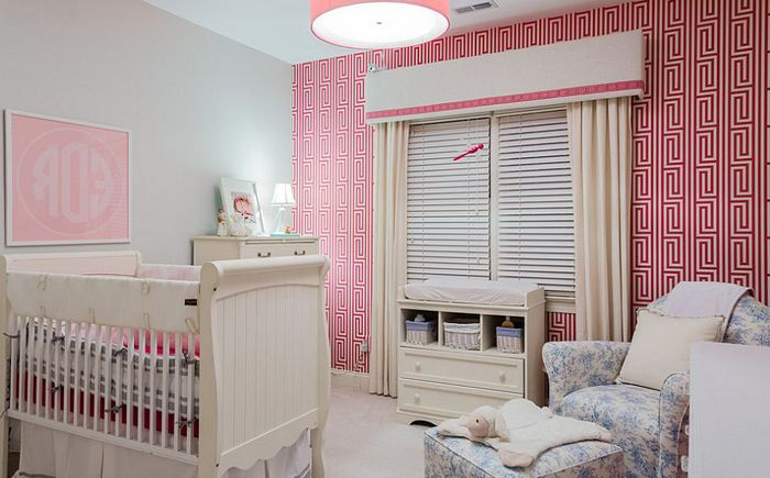 Ściana akcentująca w sypialni autorstwa Paige Designs