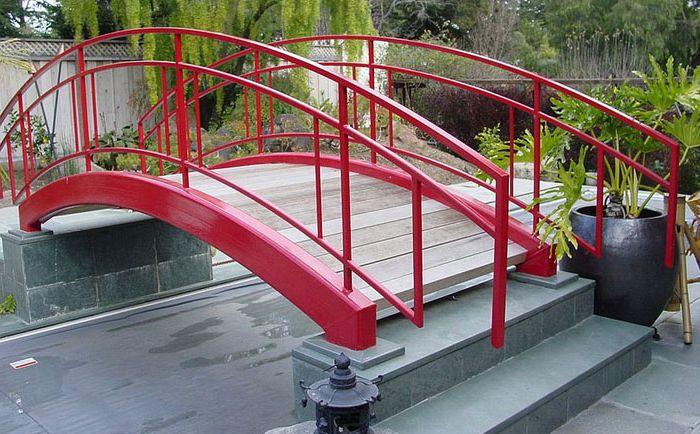 Съвременен червен мост от Brians Welding