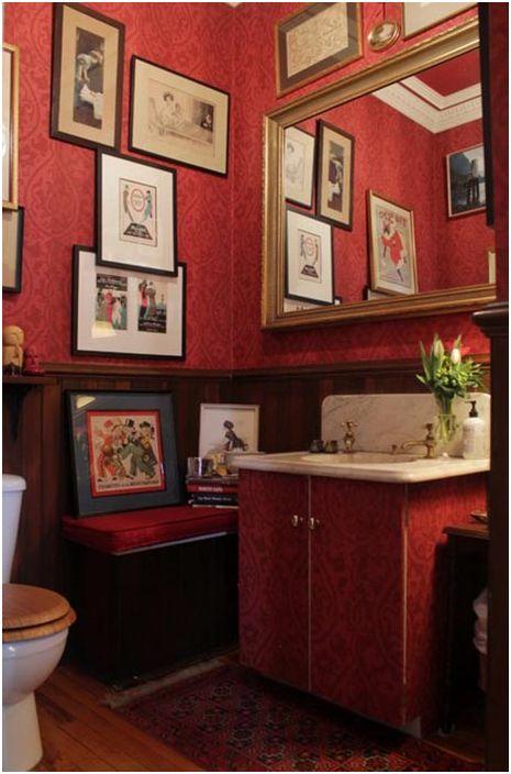 Шкаф за баня, превърнат в тоалетка