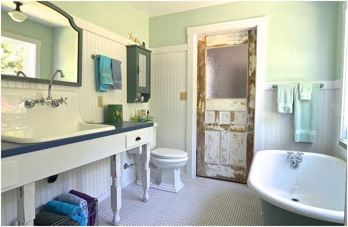 Преобразувана веранда към банята