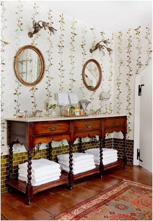 Невероятни плочки на стената в банята на селска къща