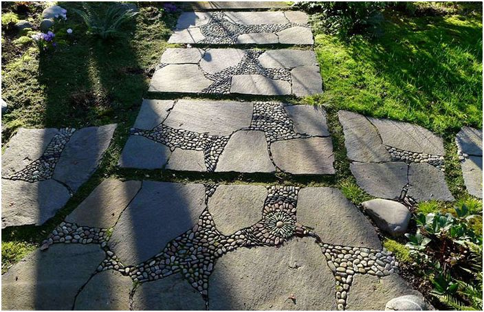 Път в градината