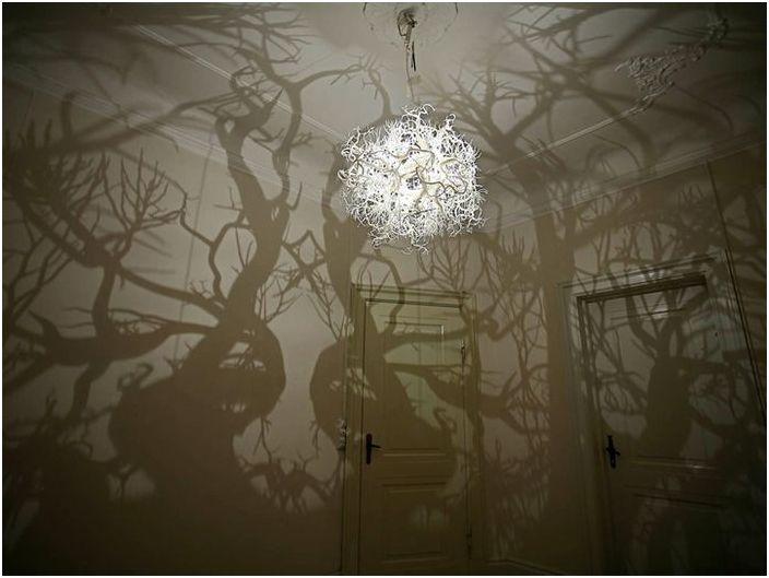 Светлината вътре преобразува пространството