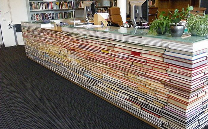 Стойка для ресепшн в библиотеке