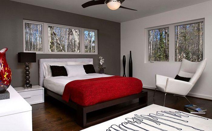 Ciemnoszara ściana akcentująca i czarny wystrój wnętrza sypialni