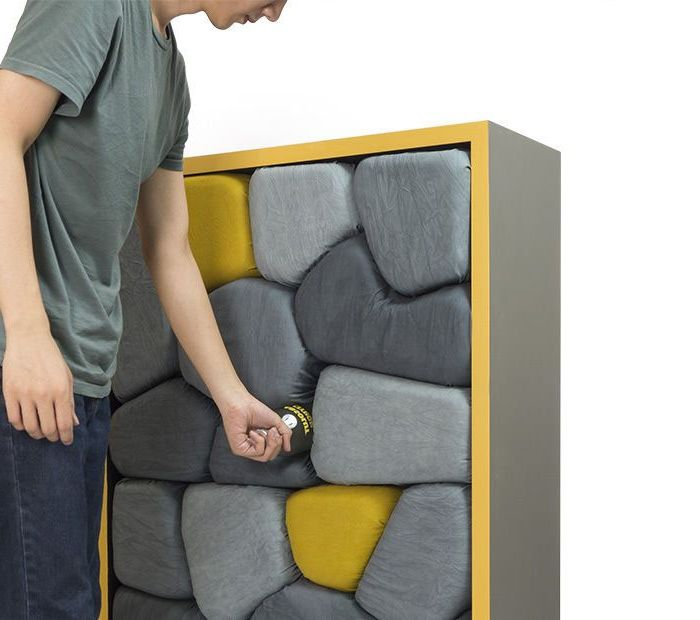 Шкафове под формата на каменни стени.