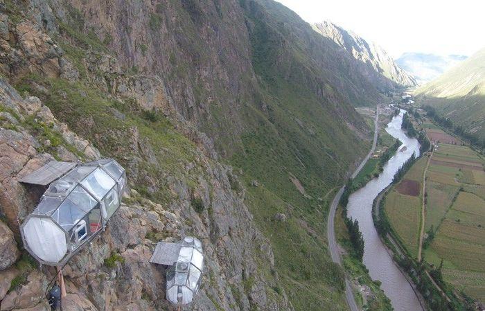 Мини-хотел на скала.