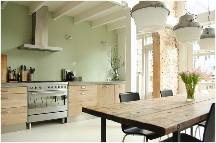 Интериор на кухнята на Холи Мардер