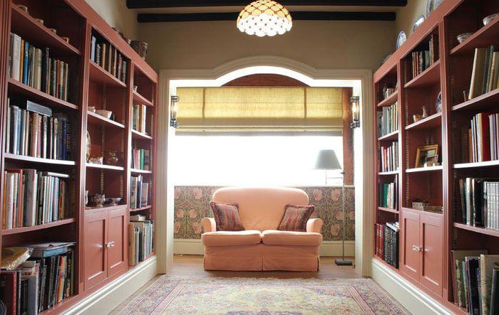 Wnętrze biblioteki autorstwa Cotton Tree Interiors