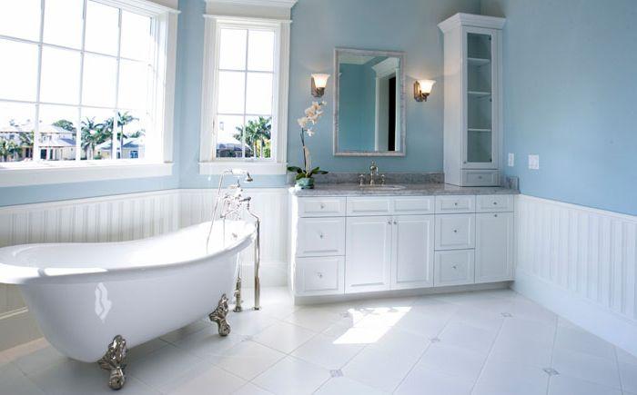 Intérieur de salle de bain par Charlie & Co. Design, Ltd