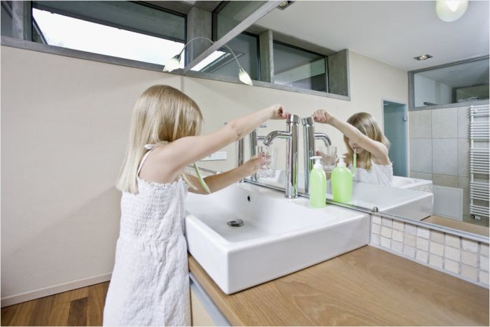 Intérieur de la salle de bain par Ronnette Riley Architect