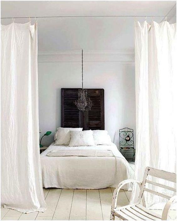 Място за спане зад завесата