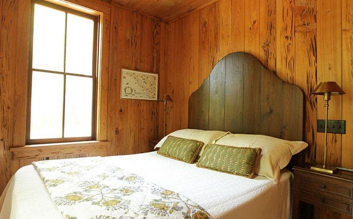 Простое деревянное изголовье от Margaret Donaldson Interiors