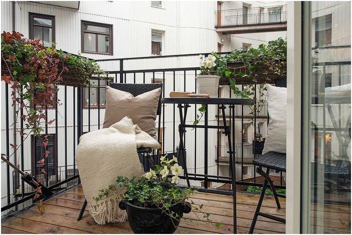 Небольшой балкон