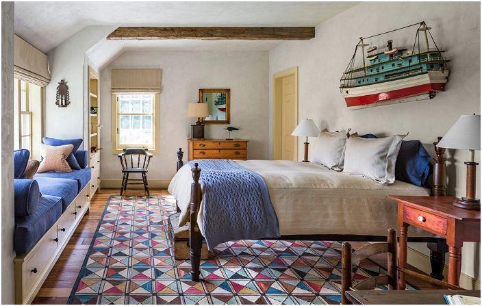 Уютната атмосфера на спалнята е благоприятна за релакс и приятно забавление.