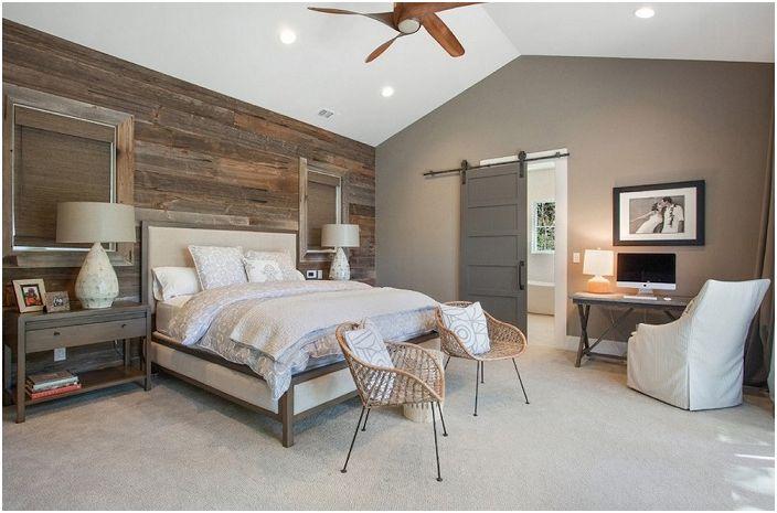 Строг и спокоен стил в дизайна на спалнята с външна простота и неусложнени детайли на мебели и декор.