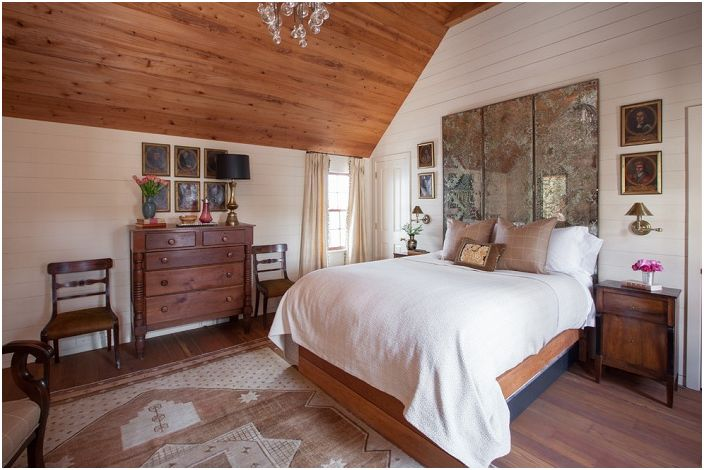 Оригиналният начин за декориране на спалня в селски стил е уютен и в същото време нетривиален, удобен и креативен в същото време.