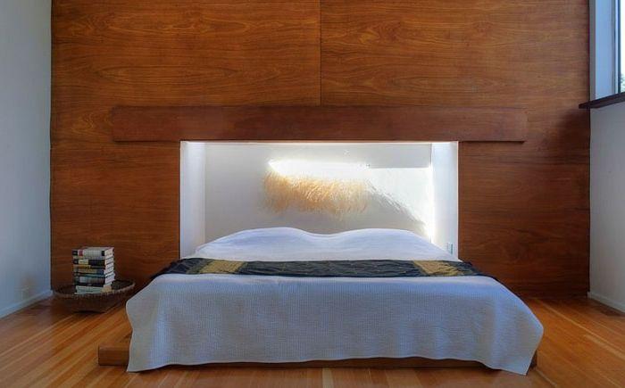 Puits de lumière au-dessus de la tête de lit