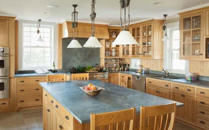 Кухня със сапунени плотове