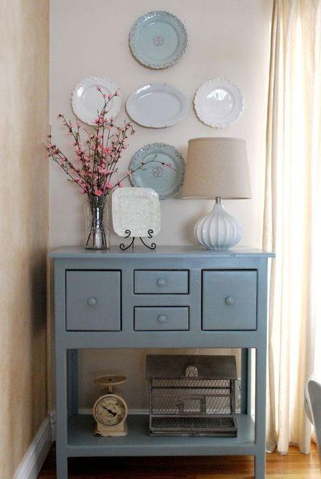 Тарелки подходят под цвет мебели