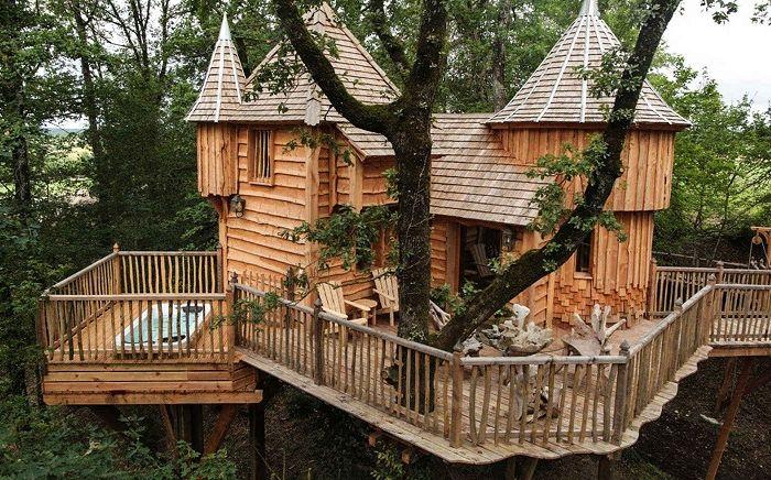 Milandes est une maison en bois en France.