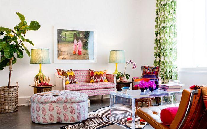 Яркие женские цвета в гостиной