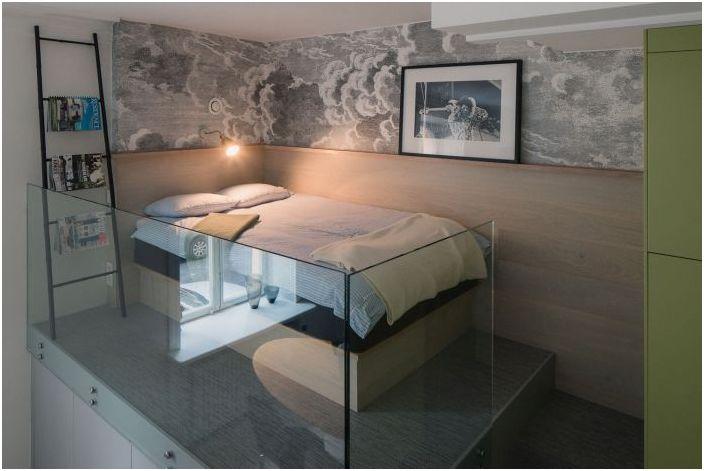 Спално място на подиума