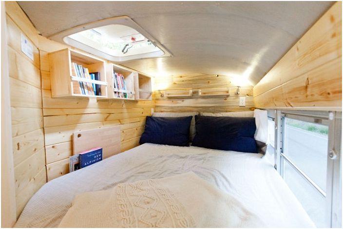 Мини спалня в автобуса.