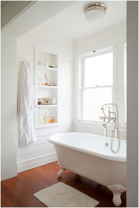 Белоснежная ванна в ретро-стиле