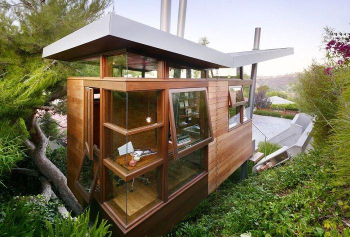 Banyan Treehouse to domek na drzewie dla niezależnego artysty.