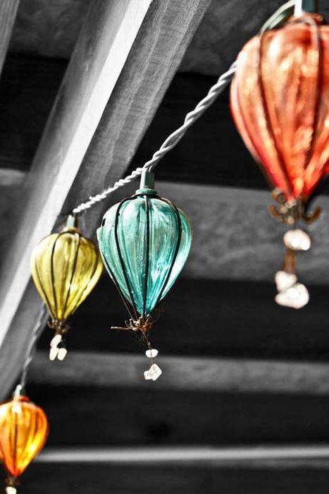 Елегантни фенери под формата на балони.