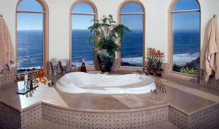 Ванная с видом на океан