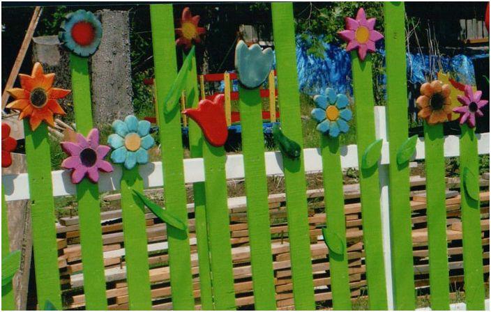 Цветущий забор