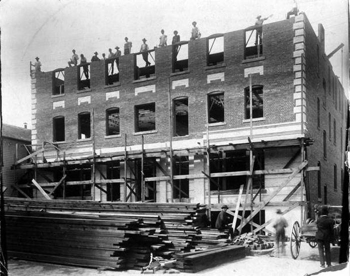 Строительство отеля.
