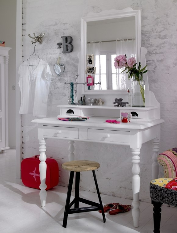 Dressing- table- in- the- bedroom-1