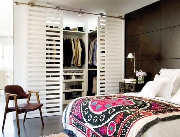 Jak- wyposażyć- garderobę -pokój -w-małej-sypialni-1