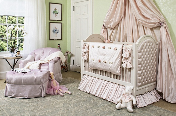 Parent- bedroom + children's- room-888-6