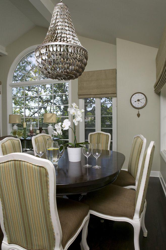 Прекрасная подвесная люстра в интерьере от Zuniga Interiors