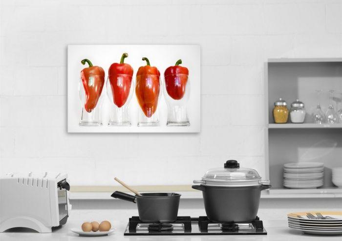 Плакатът украсява малка кухня, без да заема място.
