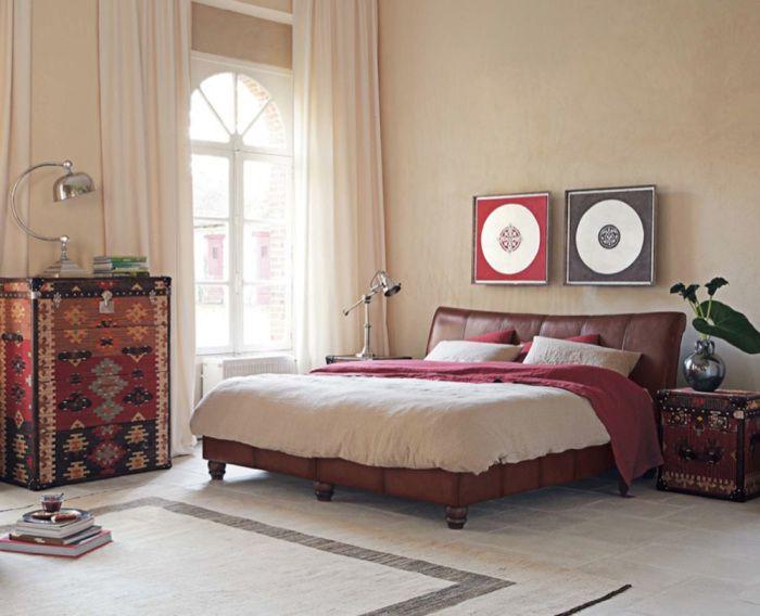 Wnętrze sypialni z detalami w stylu retro.