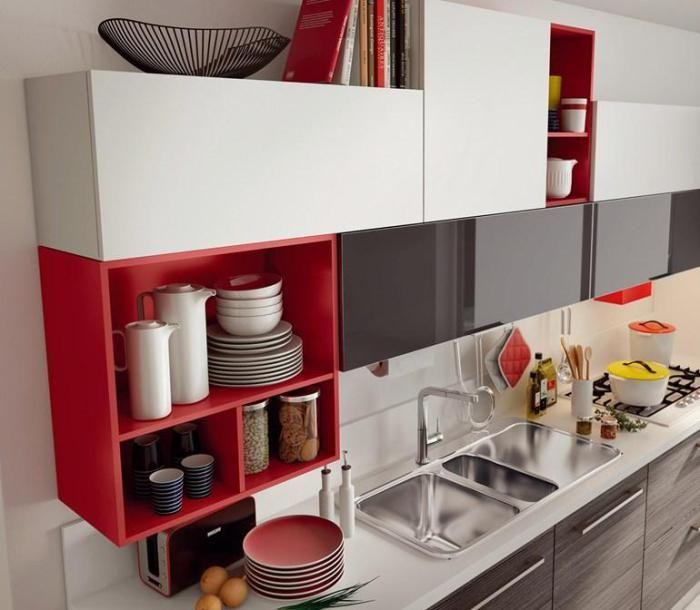 Avoimet kirkkaat hyllyt ovat sopivia myös minimalistisissa huonekaluissa.