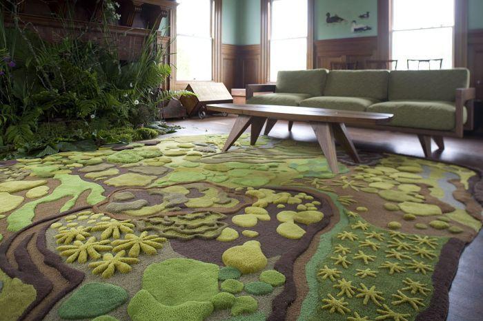 Големият килим е идеален за хола.