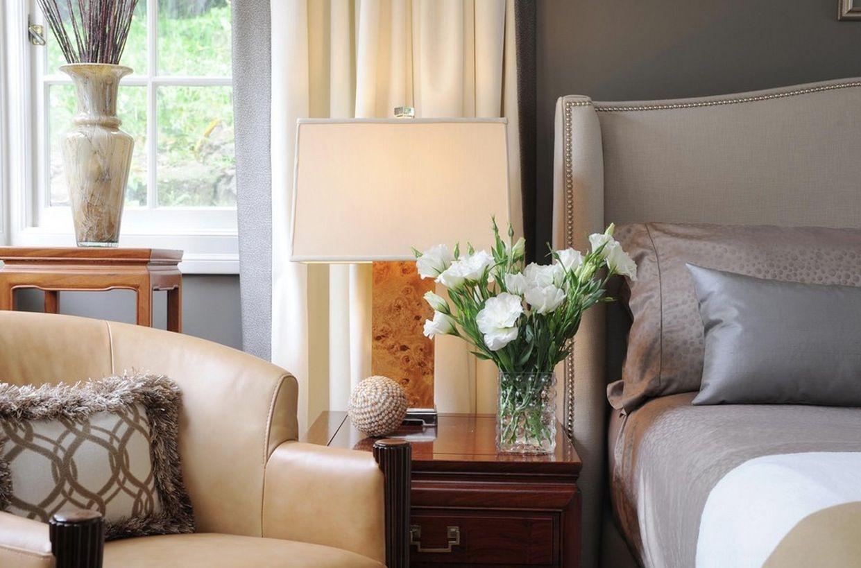 Възхитителна лампа в интериора на спалнята