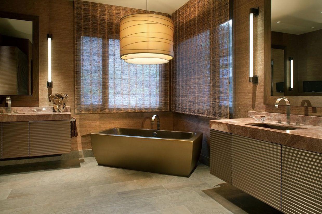 Большой светильник в интерьере ванной комнаты