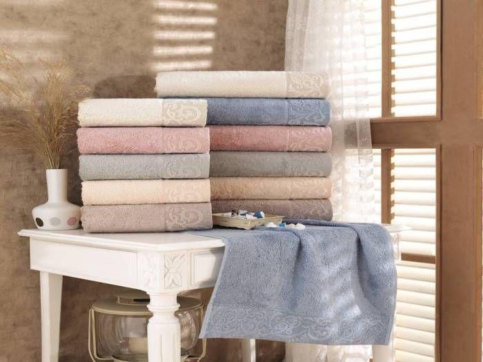 Всеки член на семейството получава кърпа с избрания цвят.