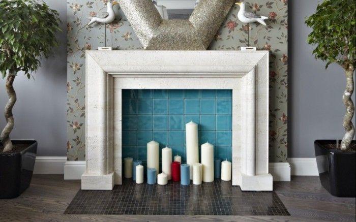 Една фалшива камина в интериора на хола става централен елемент.