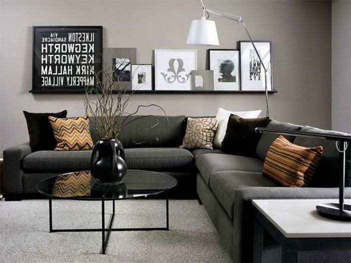 Полка для декора за диваном.
